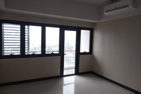 1 Bedroom suite with balcony condo unit For Sale in Salcedo Skysuites , Makati, Metro Manila (15)