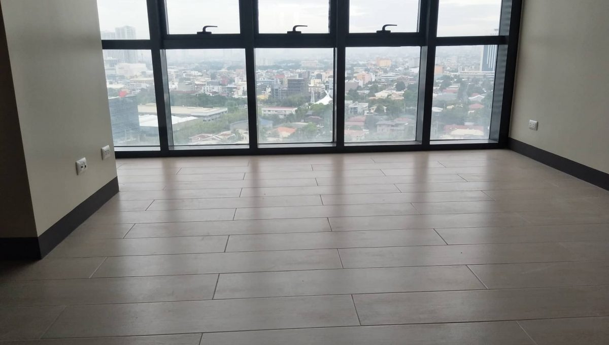 1 Bedroom suite with balcony condo unit For Sale in Salcedo Skysuites , Makati, Metro Manila (2)