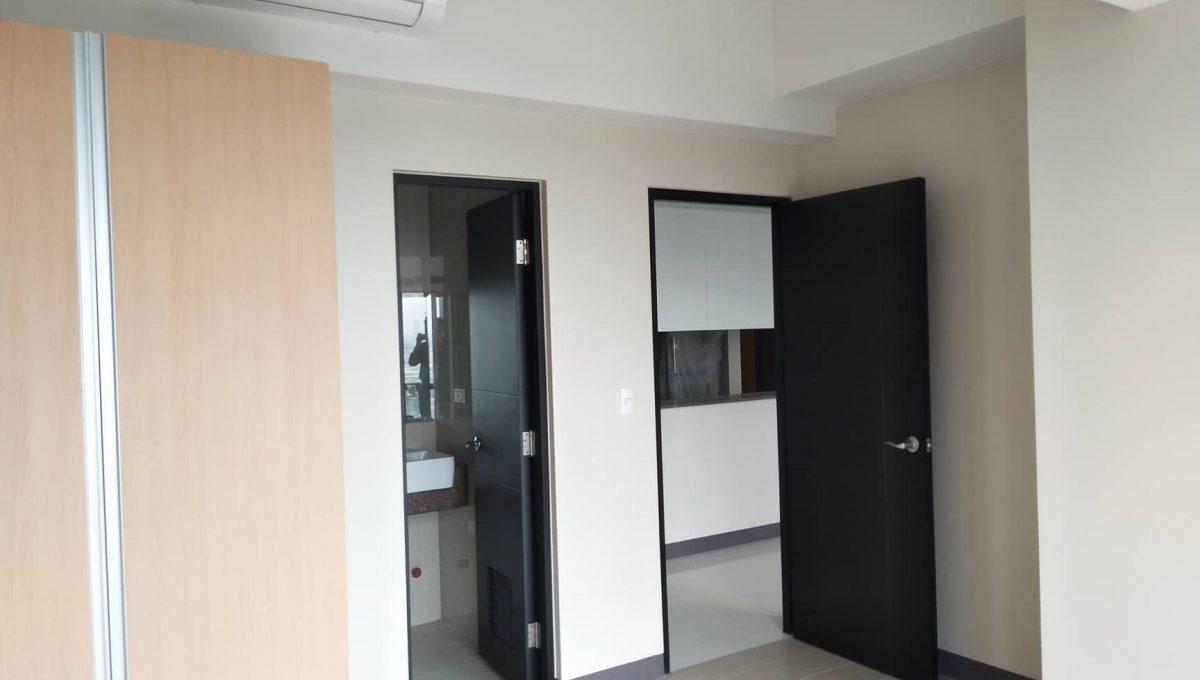 1 Bedroom suite with balcony condo unit For Sale in Salcedo Skysuites , Makati, Metro Manila (5)
