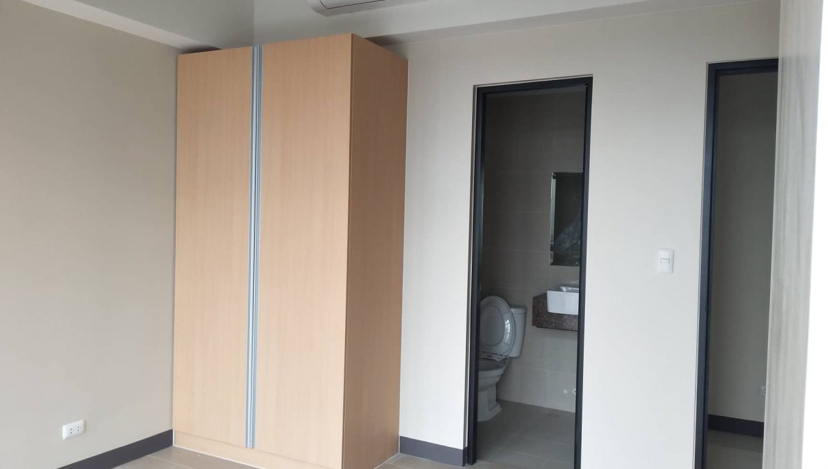 1 Bedroom suite with balcony condo unit For Sale in Salcedo Skysuites , Makati, Metro Manila (6)