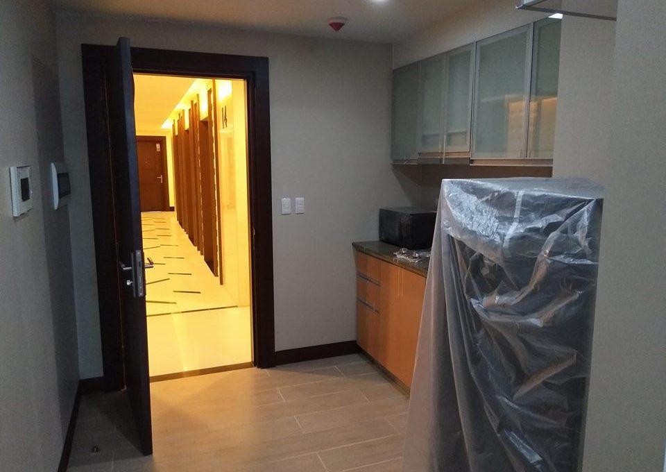 1 Bedroom with balcony condo unit For Sale in Three Central ,Makati ,Metro Manila (10)