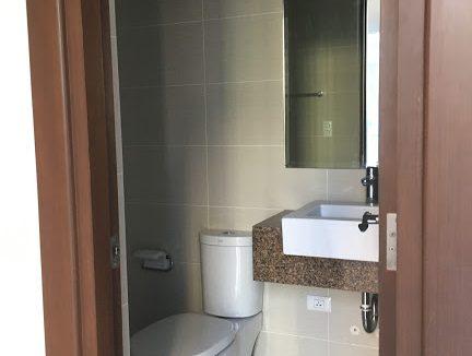 1 Bedroom with balcony condo unit For Sale in Three Central ,Makati ,Metro Manila (20)