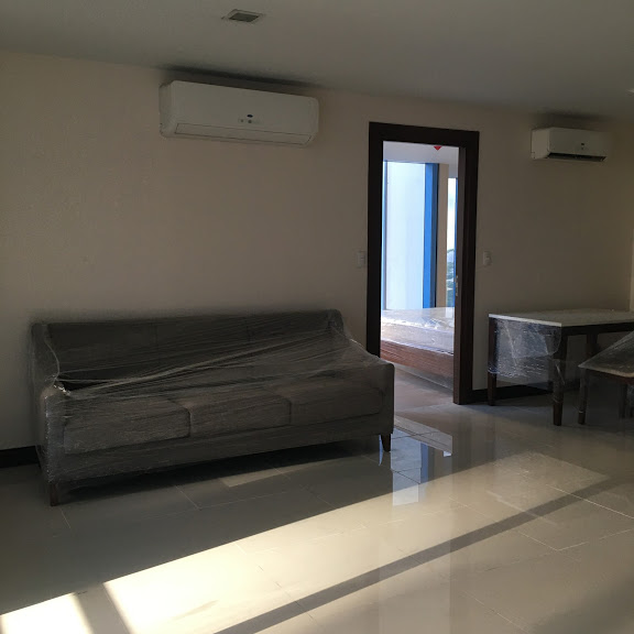 1 Bedroom with balcony condo unit For Sale in Three Central ,Makati ,Metro Manila (21)
