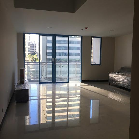 1 Bedroom with balcony condo unit For Sale in Three Central ,Makati ,Metro Manila (24)