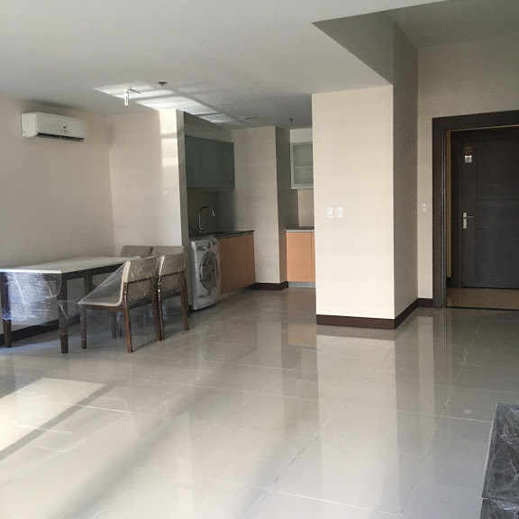1 Bedroom with balcony condo unit For Sale in Three Central ,Makati ,Metro Manila (25)