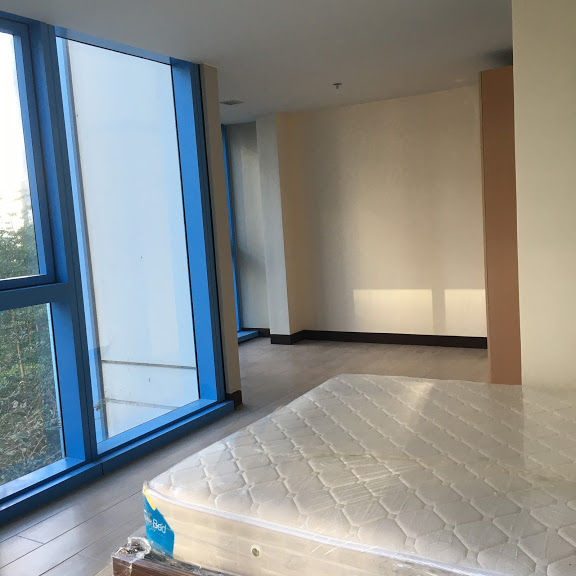 1 Bedroom with balcony condo unit For Sale in Three Central ,Makati ,Metro Manila (27)