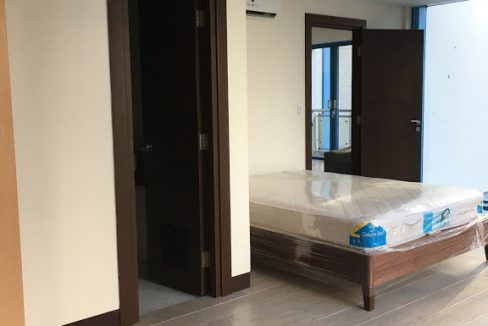 1 Bedroom with balcony condo unit For Sale in Three Central ,Makati ,Metro Manila (28)