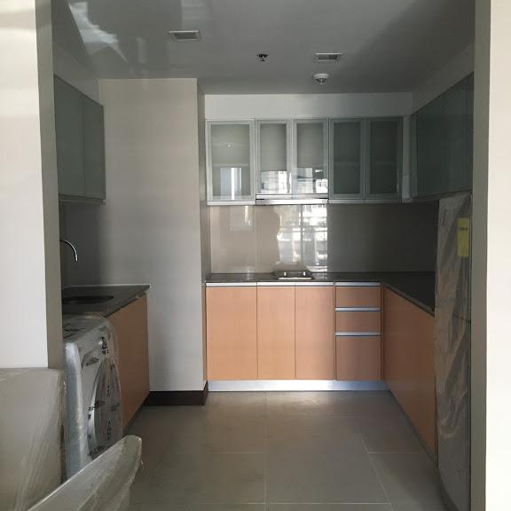 1 Bedroom with balcony condo unit For Sale in Three Central ,Makati ,Metro Manila (30)