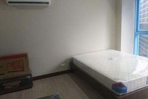 1 Bedroom with balcony condo unit For Sale in Three Central ,Makati ,Metro Manila (4)