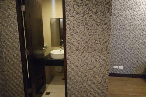 1 bedroom condo unit For Sale in One Central ,Makati ,Metro Manila (16)
