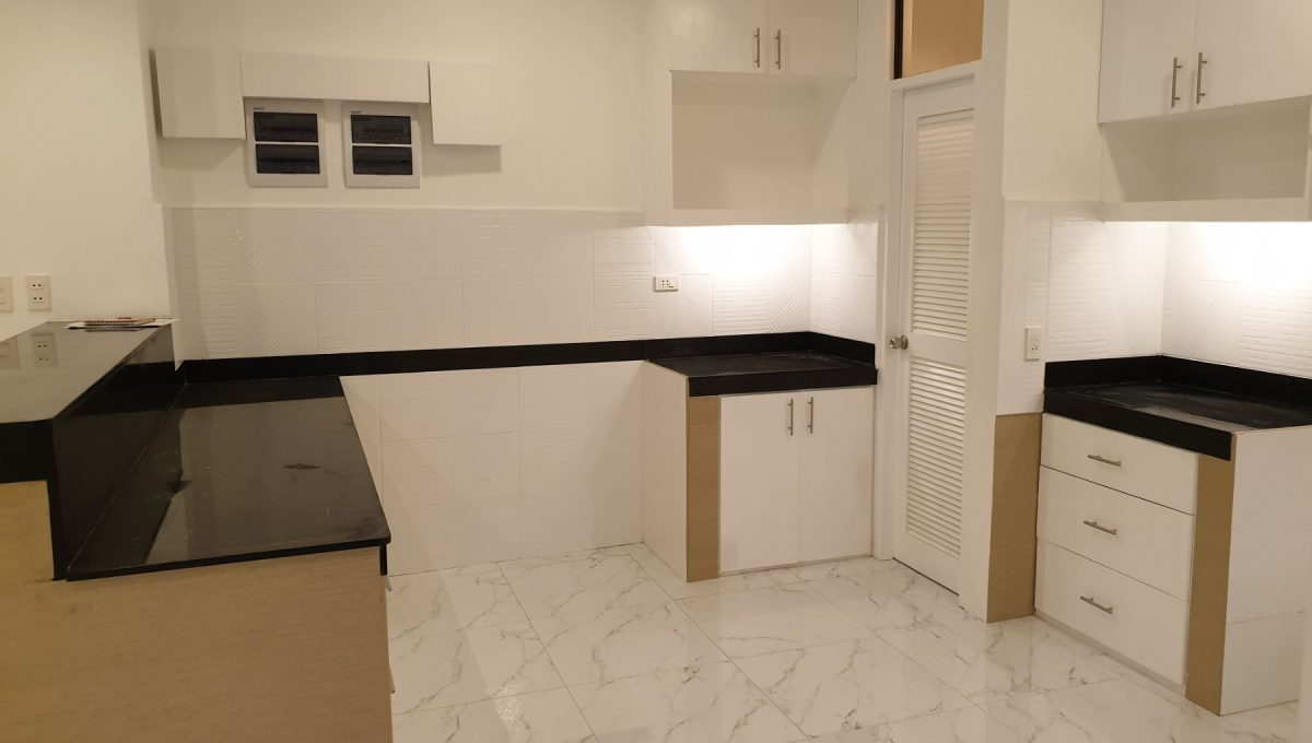 4 Bedrooms House and Lot for Sale in BF Homes Sinagtala, Parañaque City (18)