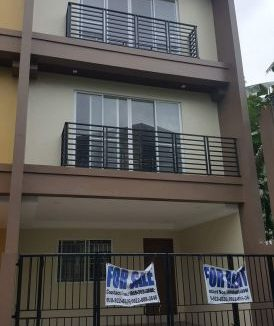 5 bedroom Townhouse unit for Sale in Katarungan Village, Felix Street Poblacion, Muntinlupa (1)